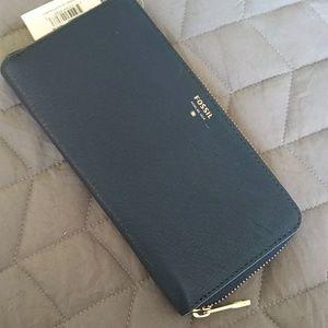 BNWT Fossil zip wallet